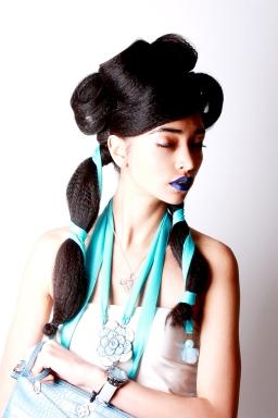 Collar turquesa: Ferzu / Collar plata: Arte Joyas