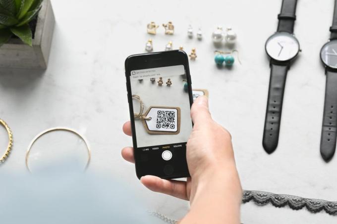 iphone-detects-qr-code_925x