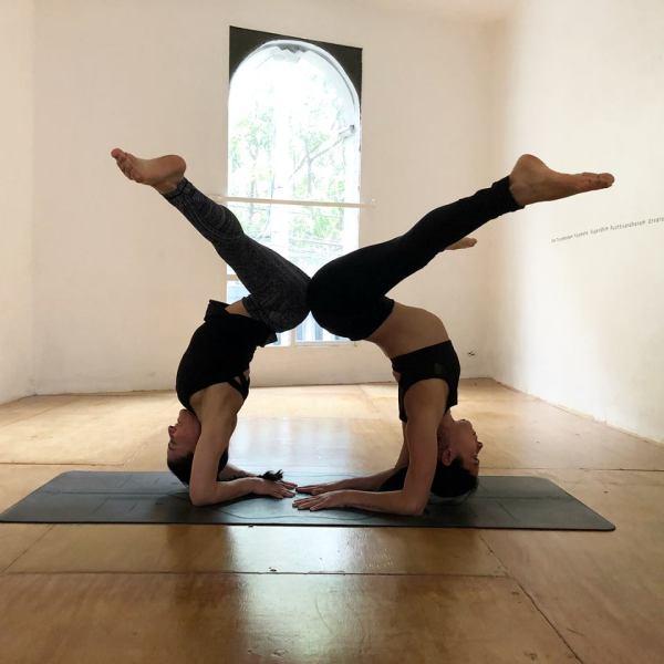 blanco_yoga